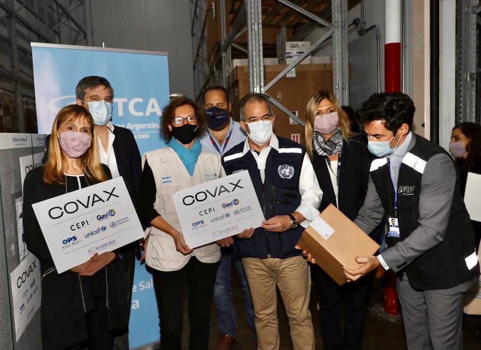 Argentina recibe las primeras vacunas COVID-19 a través del Mecanismo COVAX
